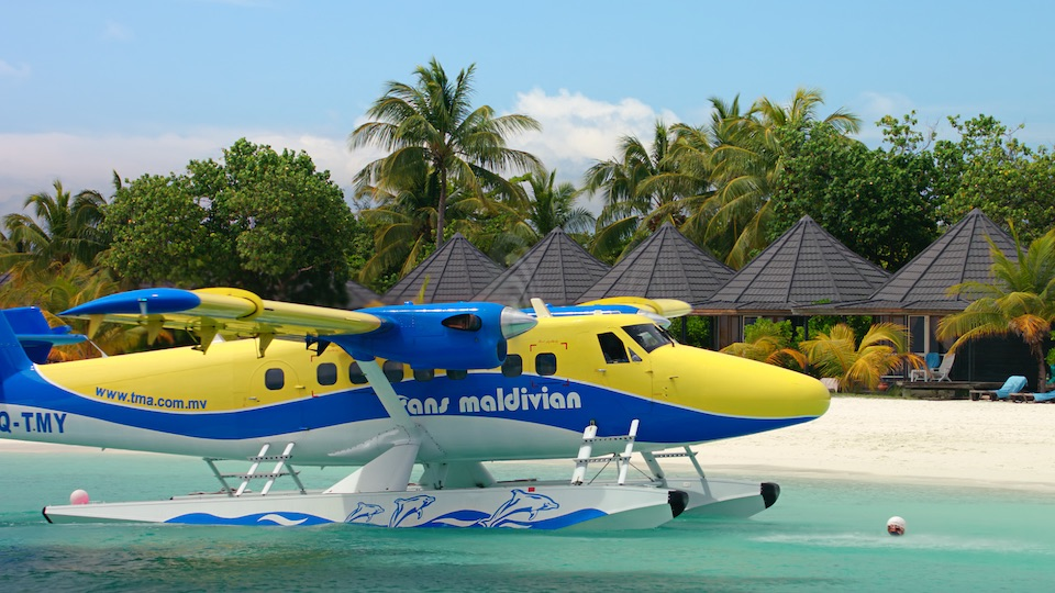 airplanes_maldives_seaplane_beach_4k